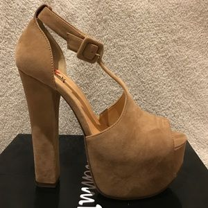 Luichiny Shoes - Nude Suede Platform Heels