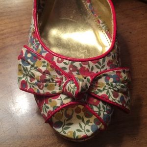 Unlisted by Kenneth Cole Floral/Red Heels 9.5