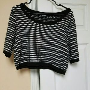 Half fitted sweater