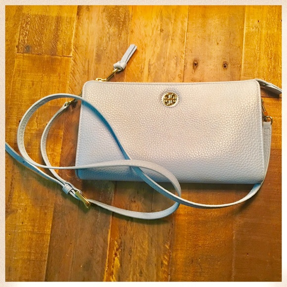 f8d561ee038 Tory Burch Robinson Pebbled Wallet Cross-Body. M 587449cbbcd4a7003d029143