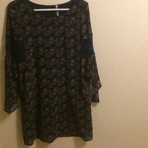 Zinga Dresses & Skirts - Blue bell sleeve shift dress