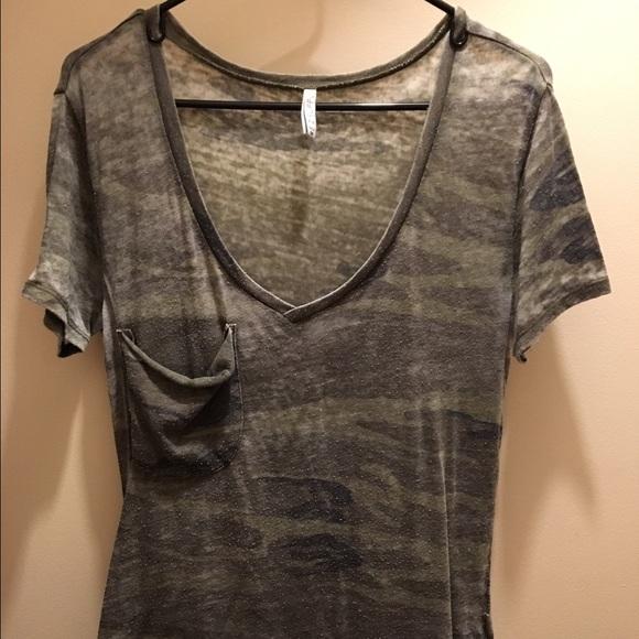 388b784c55dc Z Supply Distressed Camo Tee Shirt. M 58745c87eaf0308afb143333