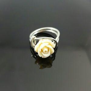 DGwiring Jewelry - HANDMADE Cream Rose Silver Wire Ring