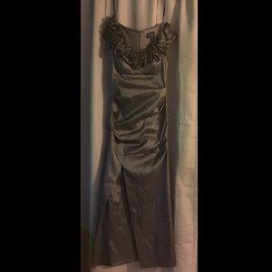 MAKE AN OFFER‼️Xscape Prom/Formal  Dress Size 4P