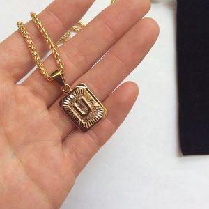 """Jewelry - New 18k gold """" U """" necklace"""