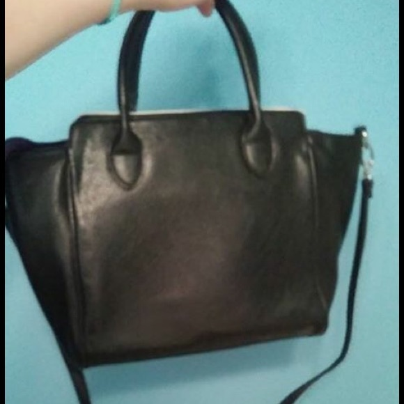 81 off kenneth cole handbags kenneth cole reaction bag from cora 39 s closet on poshmark. Black Bedroom Furniture Sets. Home Design Ideas