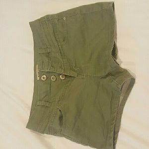 Blue Spice Army Green mid-rise shorts