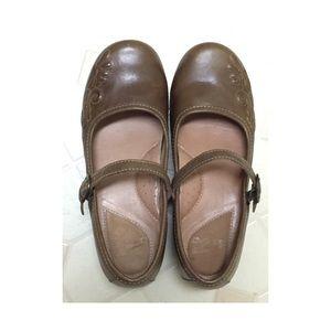 Dansko Shoes - Dansko Savanna Mules clogs size 38. New never worn