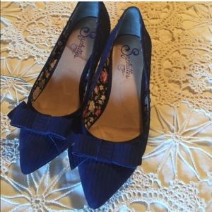 Shoes - Navy kitten heel pumps