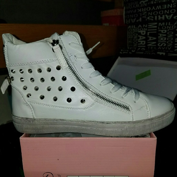 undefined Shoes - White studded tennis shoes