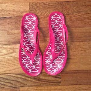 Vineyard Vines Shoes - Vineyard Vines pink flip flops