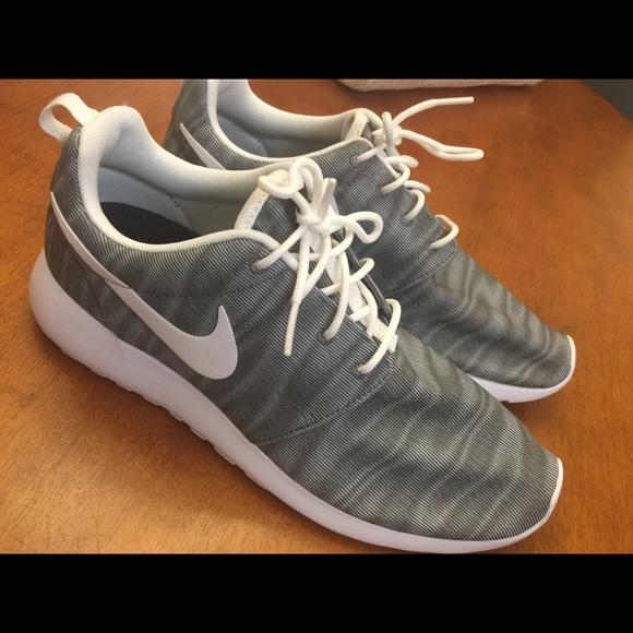 NWOB Nike Tennis Shoes Women's Size 9.5