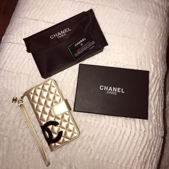factory price 8ace7 32ea0 Chanel iPhone 7 Plus Wallet Case NWT