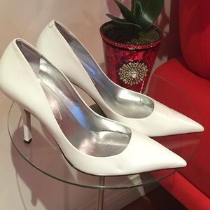 Guess Shoes - White pointy heels