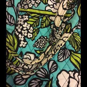 Vera Bradley Bags - Vera Bradley tote in pattern Island Blooms