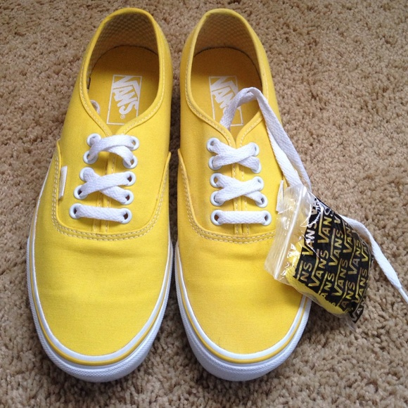 19d024c607 Vans Authentic True Yellow   White Shoes. M 588e4ac1bf6df57b4e01477d