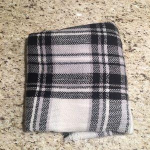 ModCloth Accessories - Black/White Blanket Scarf