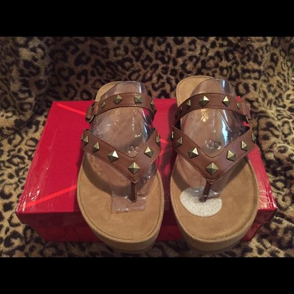 d8d98969c6f Aerosoles studded brown faux leather thong sandals