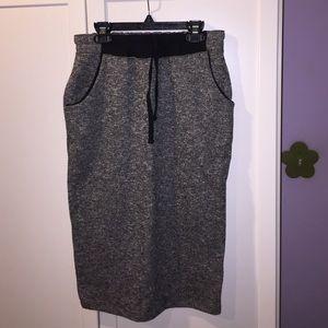 Midi sweater skirt with pockets