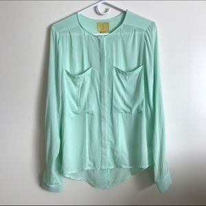 Anthropologie Tops - ❤SALE❤NWOT Anthropologie maeve split button blouse