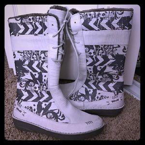 Teva Shoes - Teva winter cool print boots! BRAND NEW! ⚡️