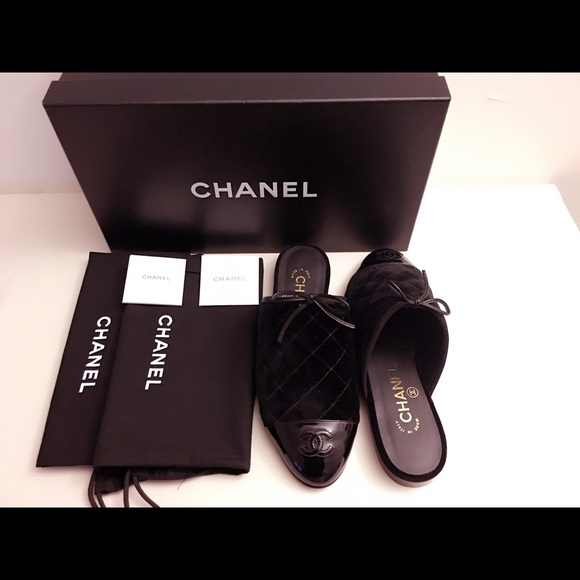 de766c33b7b 🎀SOLD ON TRADESY🎀CHANEL 16K Velvet Patent Mule