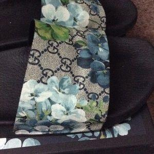 f83a5aa7550 Gucci Shoes - Men s 12 Gucci Pursuit GG Blooms Canvas Sandal