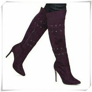 Calliah boots in plum.