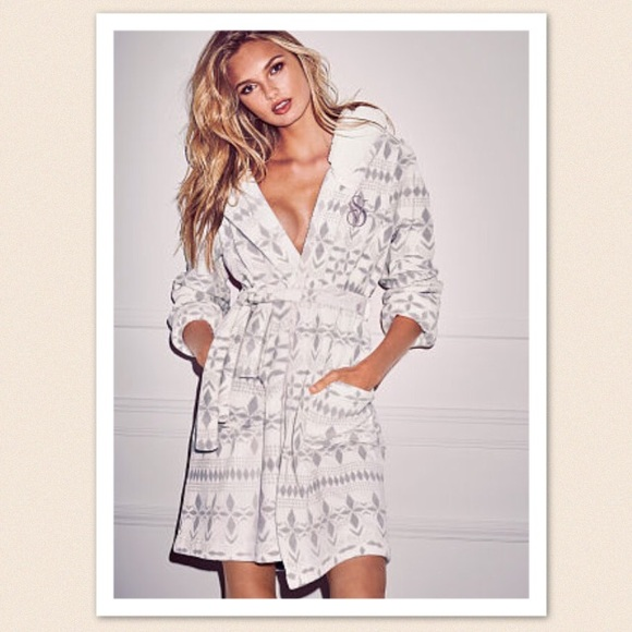 The Cozy Hooded Short Robe