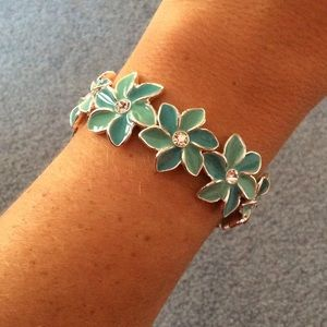 lonna & lilly Jewelry - Turquoise Silver Flower Stretch Bracelet