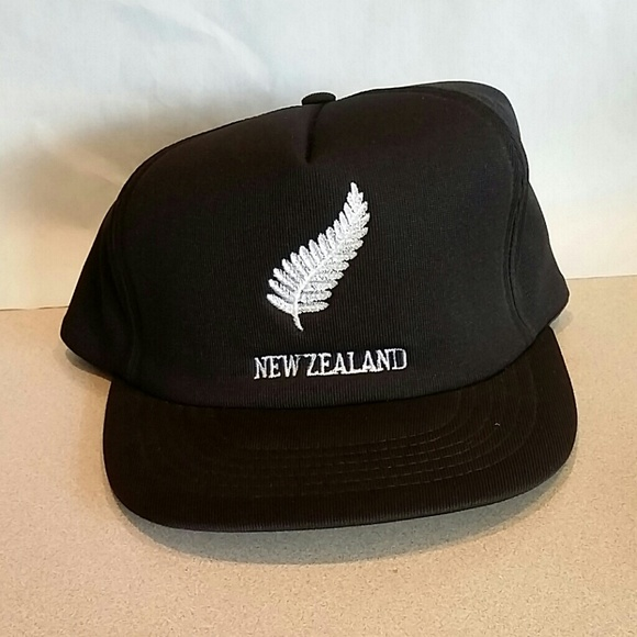 f33e6e97612 Snapback Hat Cap New Zealand Rugby All Blacks Leaf.  M 58766f29a88e7debcc00c3e2
