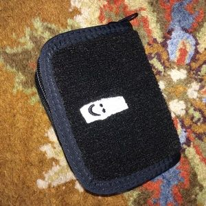SANUK Handbags - NWOT BI-FOLD SANUK WALLET !!