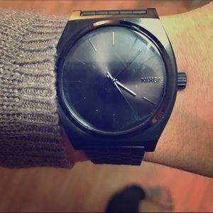 Men's Nixon watch. All black. Perfect condition!!!