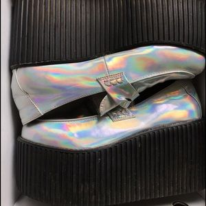 Unif Edge Platforms in hologram