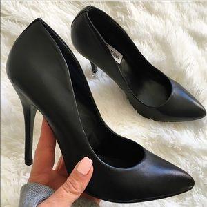 Steve Madden Shoes - STEVE MADDEN ❤ CLASSIC BLACK PUMP SIZE 8.5