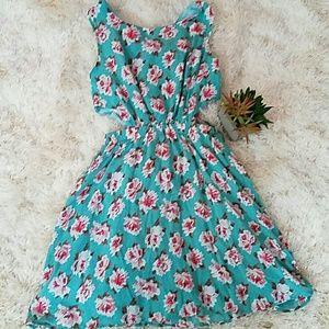 Dresses & Skirts - 🌹🌱Side Cutout Dress