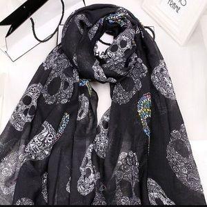 ❗️MUST GO SALE ❗️Skull print scarf