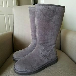 UGG Shoes - Alber UGG boot for woman