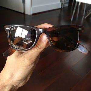 Women's Ray-Ban wayfarer glasses