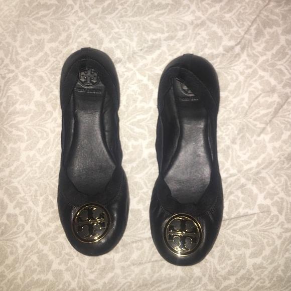 8a6799a0d8ae Tory Burch Caroline 2 Ballet Flats - Black. M 5876e3bc2de512d9d8027aff