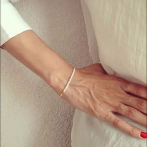 Jewelry - Simple Gold and Pearl Bracelet