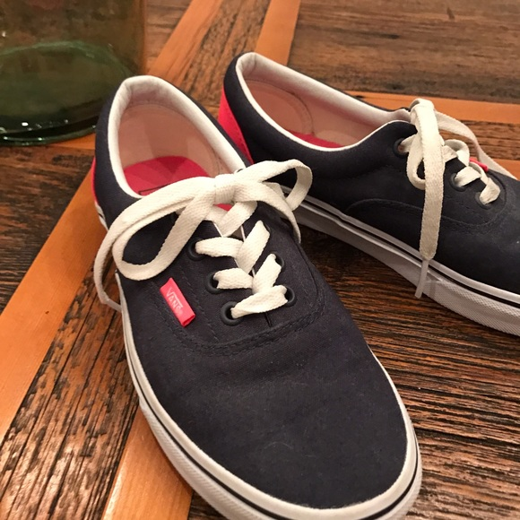 Vans navy & hot pink lace up sneakers size 6.5 </p>                     </div>   <!--bof Product URL --> <!--eof Product URL --> <!--bof Quantity Discounts table --> <!--eof Quantity Discounts table --> </div>                        </dd> <dt class=