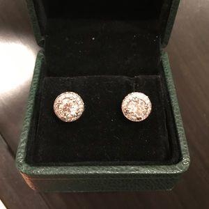 Stunning Diamond Stud Earrings!! Like new!!