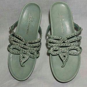 Women's B MAKOWSKY Sandals 7 M Leather T-strap