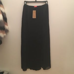 Lulumari Dresses & Skirts - Black maxi skirt with front slits
