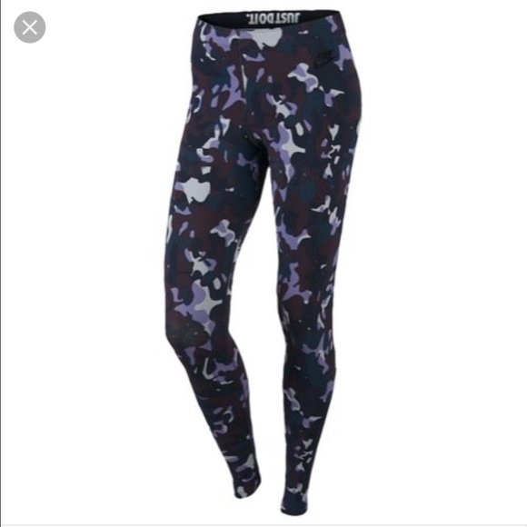 89cfc7ff46 NWT💋Nike💋Women s Purple Camo Leggings
