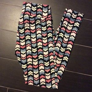 LulaRoe OS new pastel arrow style leggings