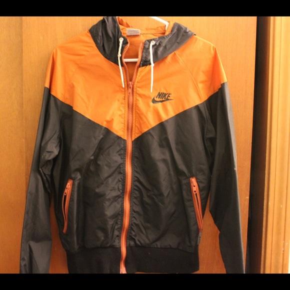 Nike windbreaker jacket navy blue and orange. M 5877014f56b2d67e09031ae8 470f4af7e4ee