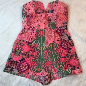 do & be Pants - Aztec Hot pink tube V-cut sleeveless pocket romper