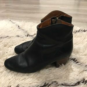 isabel marant etoile leather dicker ankle boots
